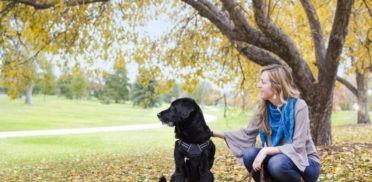 donna-e-cane-nel-parco-372x182